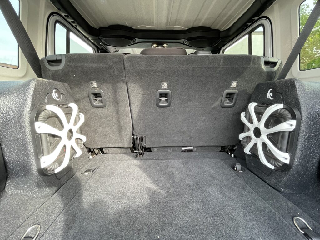 "<img src=""car-audio-fabrication"" alt=""car-audio-fabrication-kicker-subwoofers>"